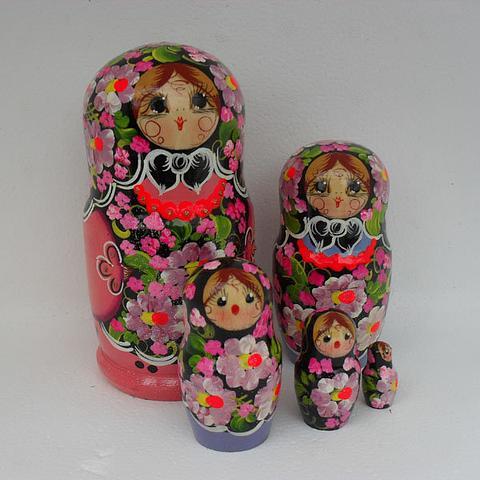 Mat008 - Matryoshka Dolls