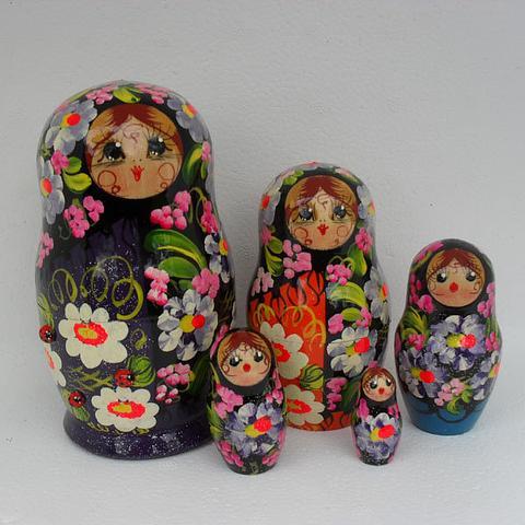 Mat009 - Matryoshka Dolls